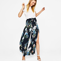 Wide floral print trousers - New - Bershka United Kingdom