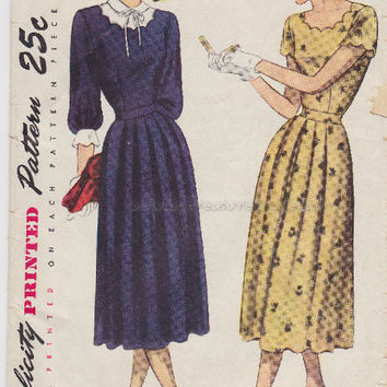 Vintage 1940s Ladies Dress Scalloped Neck Sewing Pattern Simplicity 2317 Bust 36