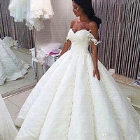 African 2017 Off Shoulder Wedding Dresses Ball Gown Sexy Lace Appliques Puffy Vintage Wedding Gowns Bridal Dress Casamento