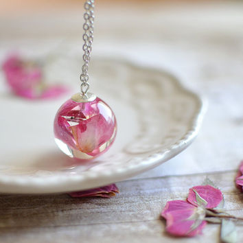 Rose necklace, real flower jewelry, flower necklace, romantic jewelry, sphere necklace, bridal jewelry, rose jewelry, rose petals, pink rose