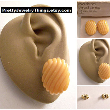 Avon Orange Amber Oval Discs Pierced Stud Earrings Gold Vintage Swirl Ribbed Lined Domed Lucite Rounded Corners Buttons Surgical Steel Posts