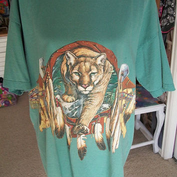 Vintage 1990s Mountain Lion Native American Style Print Dreamcatcher Feathers T Shirt Sz XL