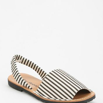 Dirty Laundry Elevate Avarca Sandal - Urban Outfitters