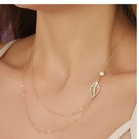 Women's Ladies Simple Fashion Pearl And Leaf Alloy Multilayer Pendant Necklace