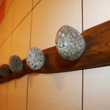 Stone Towel Hook with natural Sea STONES Hardwood Handcrafted gift Wall mounted solid oak coat rack with natural Beach Stones