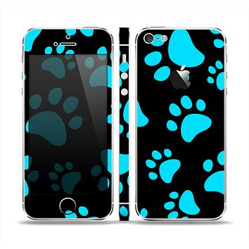 The Black & Turquoise Paw Print Skin Set for the Apple iPhone 5