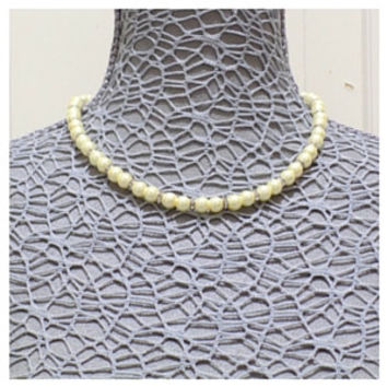 Pearl necklace yellow