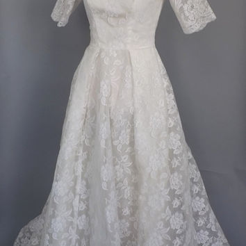 Vintage 1950s Wedding Dress Floral 50s Scalloped Lace Short Sleeve Bell Skirt Gown Princess Bodice Small Petite Mad Men Queen Cupcake Dress