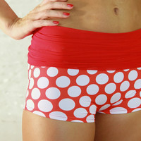 Shorts in red-white polka dots for Bikram yoga