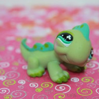 Littlest Pet Shop LPS #499 Green Teal Spotted Iguana Clover Eyes