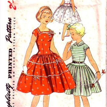 1950's Girl's Dress vintage sewing pattern. Simplicity 1065 One Piece Dress. Children / Girl party dress / Summer dress. Size 10