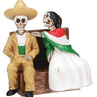 Sitting Skulls Couple, Day of the Dead Statue