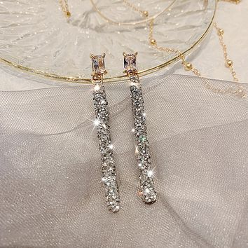 Long temperament face thin atmospheric earrings