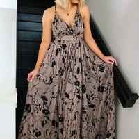 Something To Look At Maxi: Grey/Black