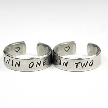Twin One, Twin Two Sister Ring Set, Twin Sisters Matching Pair Rings, Sisters, Best friends, BFF Friendship Ring, Stamped Aluminum Wrap Ring