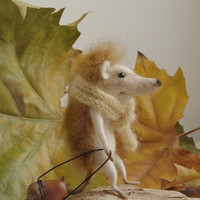 Needle felted hedgehog, felt ornament, soft sculpture, figurine, animal forest, acorn, green scarf, tender mouse