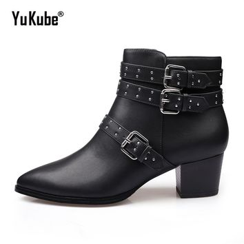 Yu Kube PU Leather Women Ankle Boots 2017 Low Med Chunky Heels Western Cowboy Booties Rivets Buckles Motorcycle Combat Shoes