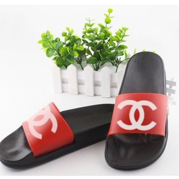 Chanel cool slippers CC flat, flat bottom, soft surface, wearable rubber beach, cool women.Red/black