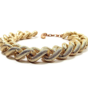 Avon Vintage Chain Bracelet Textured Gold Tone Large Link with Toggle Clasp Retro Womens