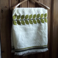 vintage throw quilt cream fabric leaf retro english bed cover green rustic cottage chic botanical