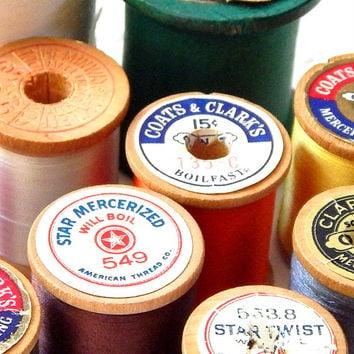 Vintage Wooden Spools With Thread. Sewing Thread. Spool Of Thread. Antique Wooden Spool. Sewing Notion. Sewing Supply. Craft Room Decor