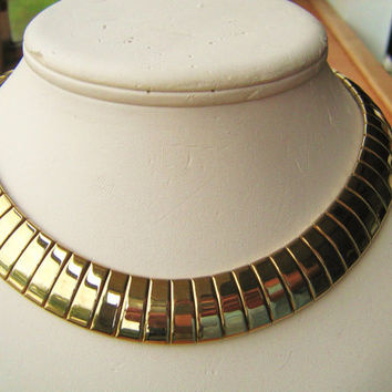 Collar necklace wide snake chain gold tone vintage necklace