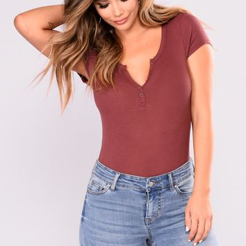 Patricia Ribbed Tee - Red Bean