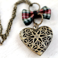 Outlander Filigree heart locket necklace tartan plaid bow