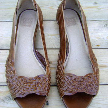 Vintage FRYE Huarache Sandals 90s Brown Woven Leather Summer Shoes Ladies Size 7 1/2 Peep Toes Wedge Heels Hippie Boho 1990s Hipster Hippy