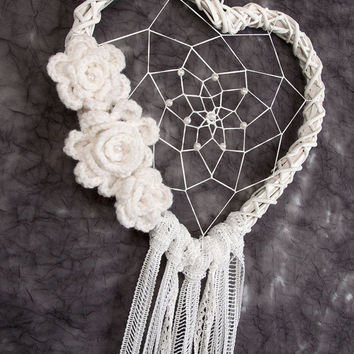White Heart Dream Catcher wedding decor wedding decorations white dreamcatcher boho dreamcatchers wall hanging wall decor crochet flowers
