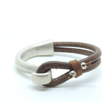Leather and metal bracelet, mens leather bracelet, unisex bracelet, mens metal bracelet, uno de 50 style