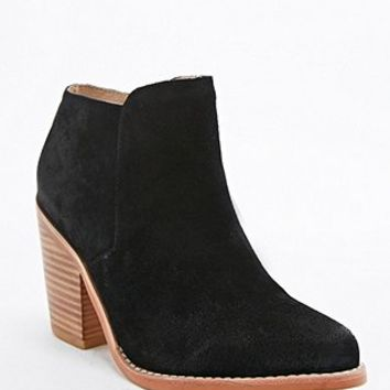 Deena & Ozzy Remi Suede Festival Boot in Black - Urban Outfitters