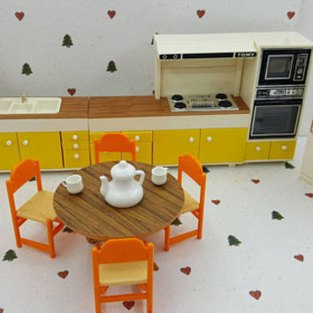 Tomy Smaller House  Kitchen Stove Sink Fridge Dishwasher Microwave Convection Oven table Chairs Fits 3/4 to 1 inch scale hard  Plastic