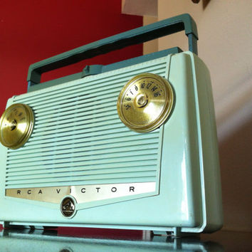 Bluetooth 1950s RCA Victor Green Portable Rechargeable Radio