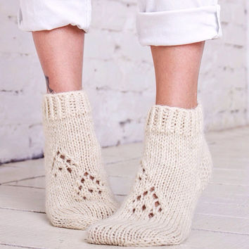 Wool slippers Beige slippers Girls home socks Handknit wool slippers Knitted bed socks Beige socks for home Women hand knitted slippers
