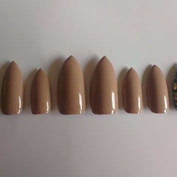 10 press on nude stiletto nails with stormy grey and gold fleck accent nails to fit medium nail beds.
