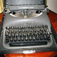 1940s Remington DeLuxe 5 Typewriter by AtticItemsRepurposed