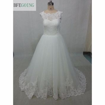 White Tulle Lace Appliques A-line Wedding Dress Court Train Sleeveless Scalloped  Real/Original Photos  Custom made