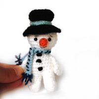 little snowman to Advent Calender, crochet snowman for winter decoration, stocking stuffer or hanging ornament to Christmas tree
