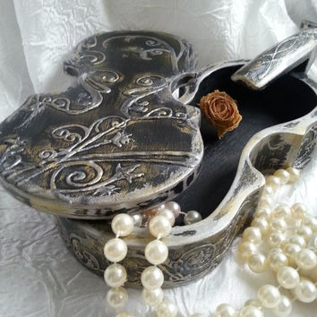 "Retro style jewelry box in the form of a violin ""Melody of curves""."