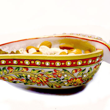 Aakashi Shell-shaped Bowl