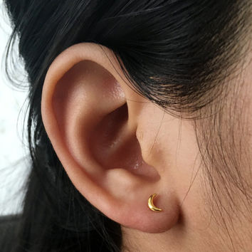 Gold Moon Stud Earrings, Gold Earrings, Moon Post Earrings, tiny moon earrings, Crescent moon earrings, cartilage, helix, tragus, celestial