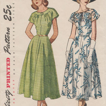 Simplicity 2507 / Vintage 1940s Sewing Pattern / Dress / Size 18 Bust 36