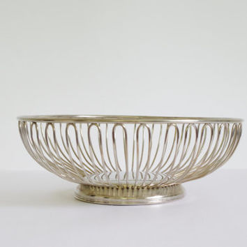 vintage round fruit bowl // vintage silver basket / mid century modern fruit bowl // silver plated wire bread basket // vintage centerpiece