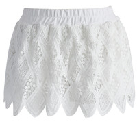 Summer Lace Shorts in White White S/M