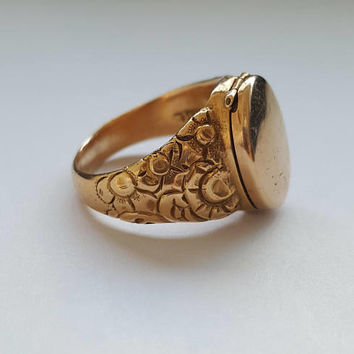 Beautiful Engraved Victorian Poison Ring with a Secret Compartment