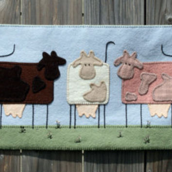 Neapolitan Ice Cream Cow Penny Rug Wool Felt Finished Design chocolate vanilla strawberry farm rural applique vintage wool indie ofg canteam