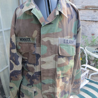 Vintage US Army Camo Jacket  Airborne Division med regular w  airborne  patches cotton twill