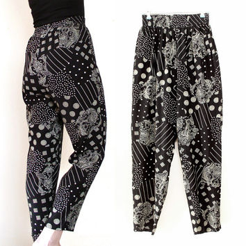 Vintage 90s Black and White Baggy High Waist Harem Pants - Women's Geometric and Paisley Print Hippie Trousers - Size Medium