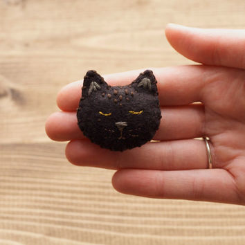 Sleepy Cat Brooch, Handmade Felt Cat Pin, Halloween Black Cat, Kitty, Fall Fashion, Winter, Cat Lover, Animal Brooch, Plush, Soft Jewelry